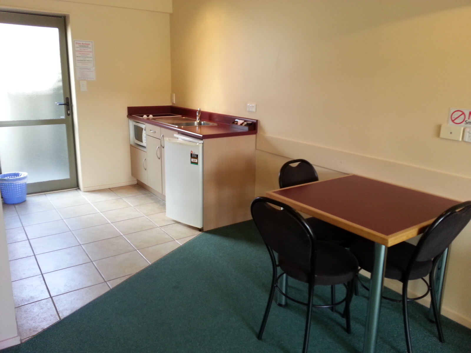 New Castle Motor Lodge Deluxe Studio Unit Image 3