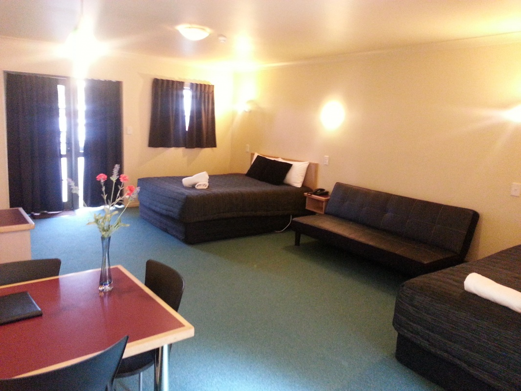New Castle Motor Lodge Deluxe Studio Unit Image 1